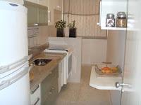 Apartamentos pequenos e muitas cozinhas . .