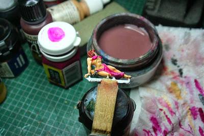 Pintura del ropaje de la esclava con Warlock Purple de Games Workshop