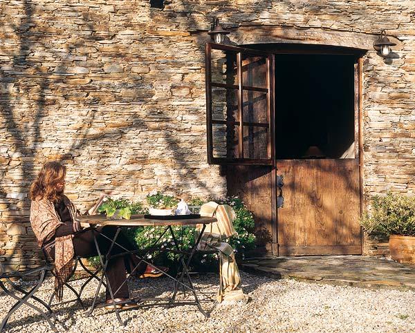 Estilo rustico patios rusticos encantadores for Azulejos para patios rusticos
