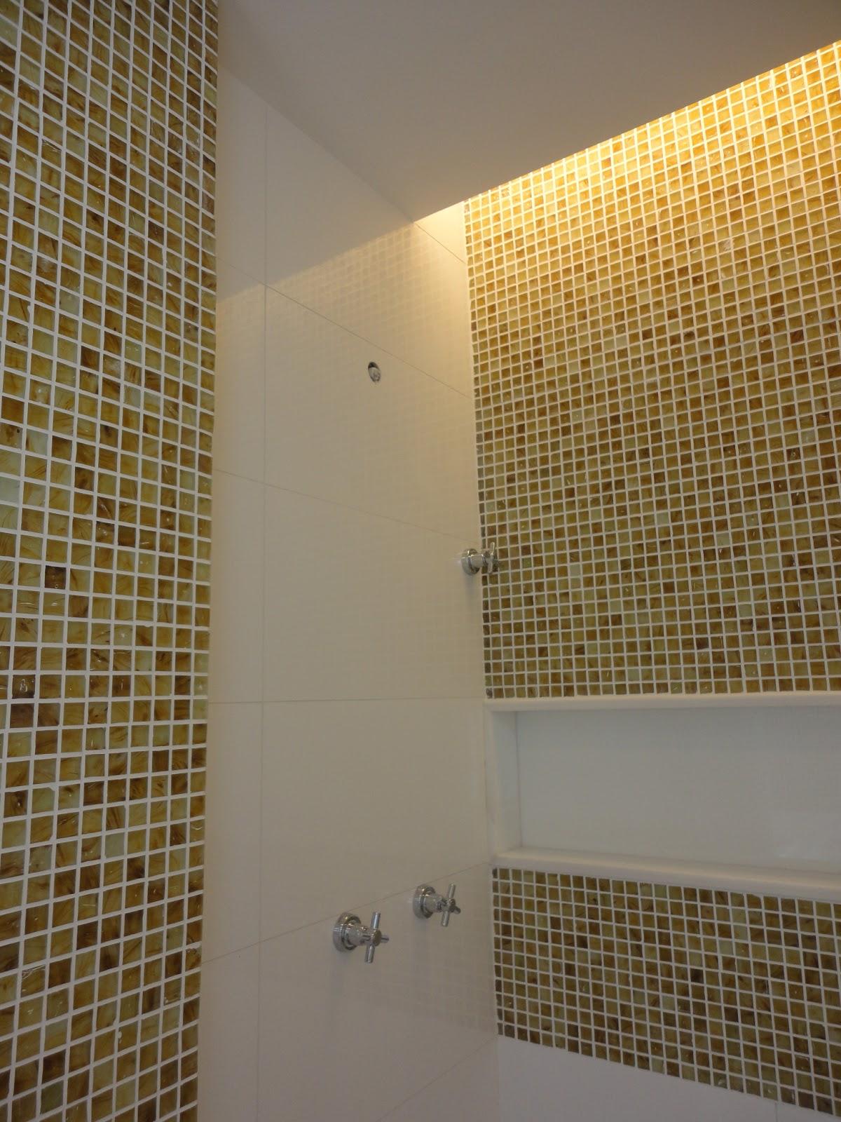 Lucio Nocito Arquitetura e Design de Interiores Rio de Janeiro  #C1A00A 1200x1600 Banheiro Com Nicho Embutido