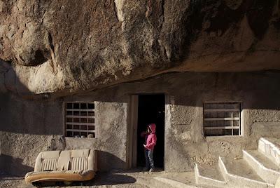 Bongkah batu dijadikan rumah