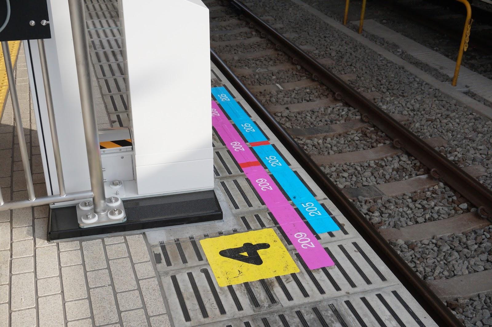 拝島駅昇降式ホーム柵 停車位置