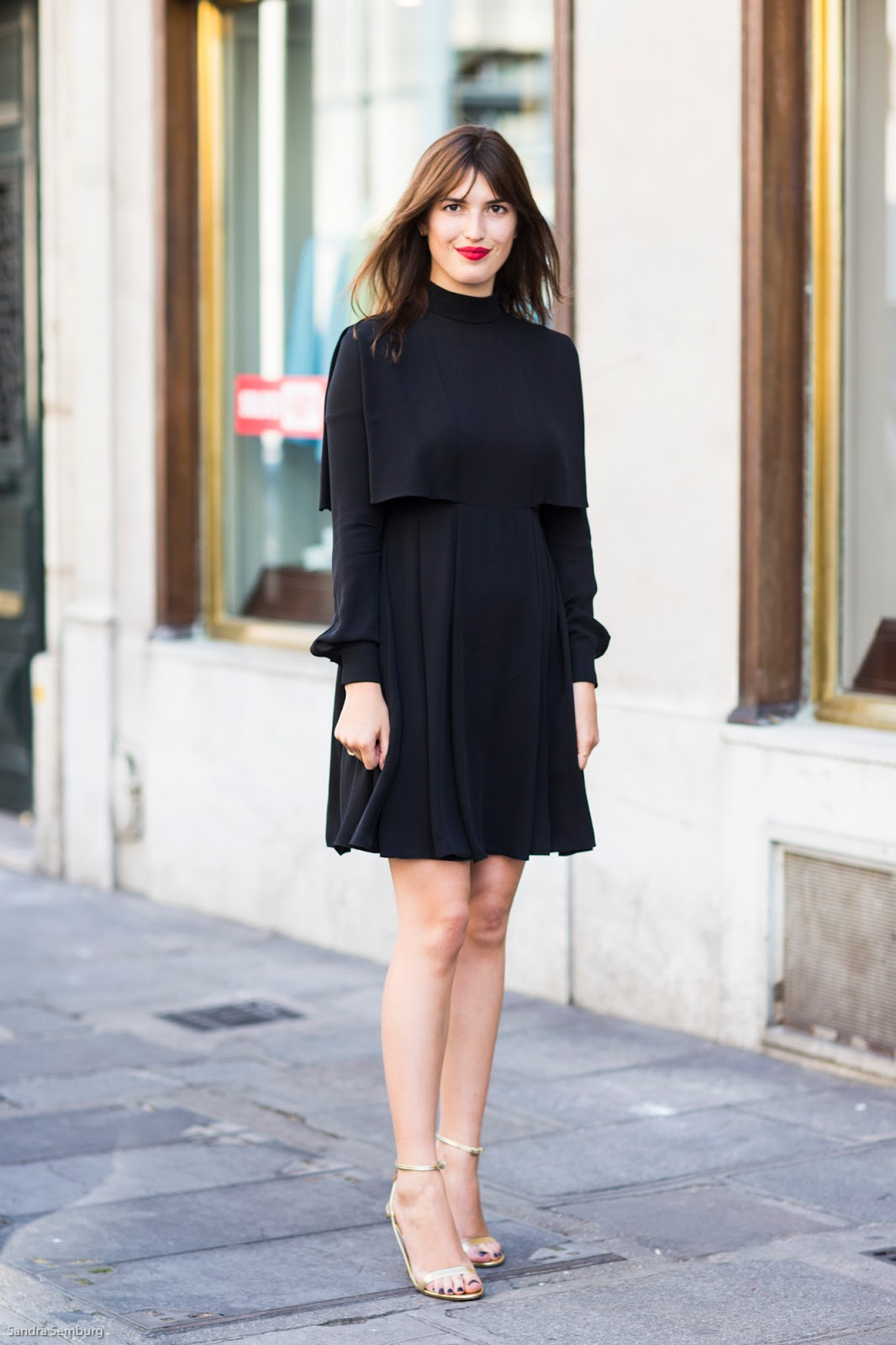 Black dress in summer - Jeanne Damas With A Black Dress And Golden Sandals
