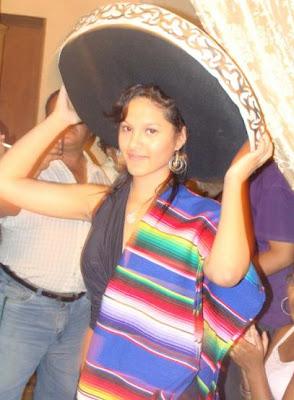 Katty García con sombrero mexicano