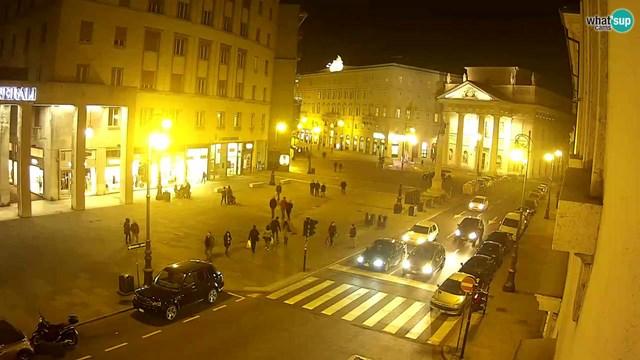 Trieste serale oggi - P.zza della Borsa - Corso Italia - pieno centro