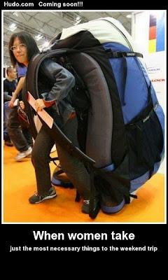 Kvinde bærer meget tung taske