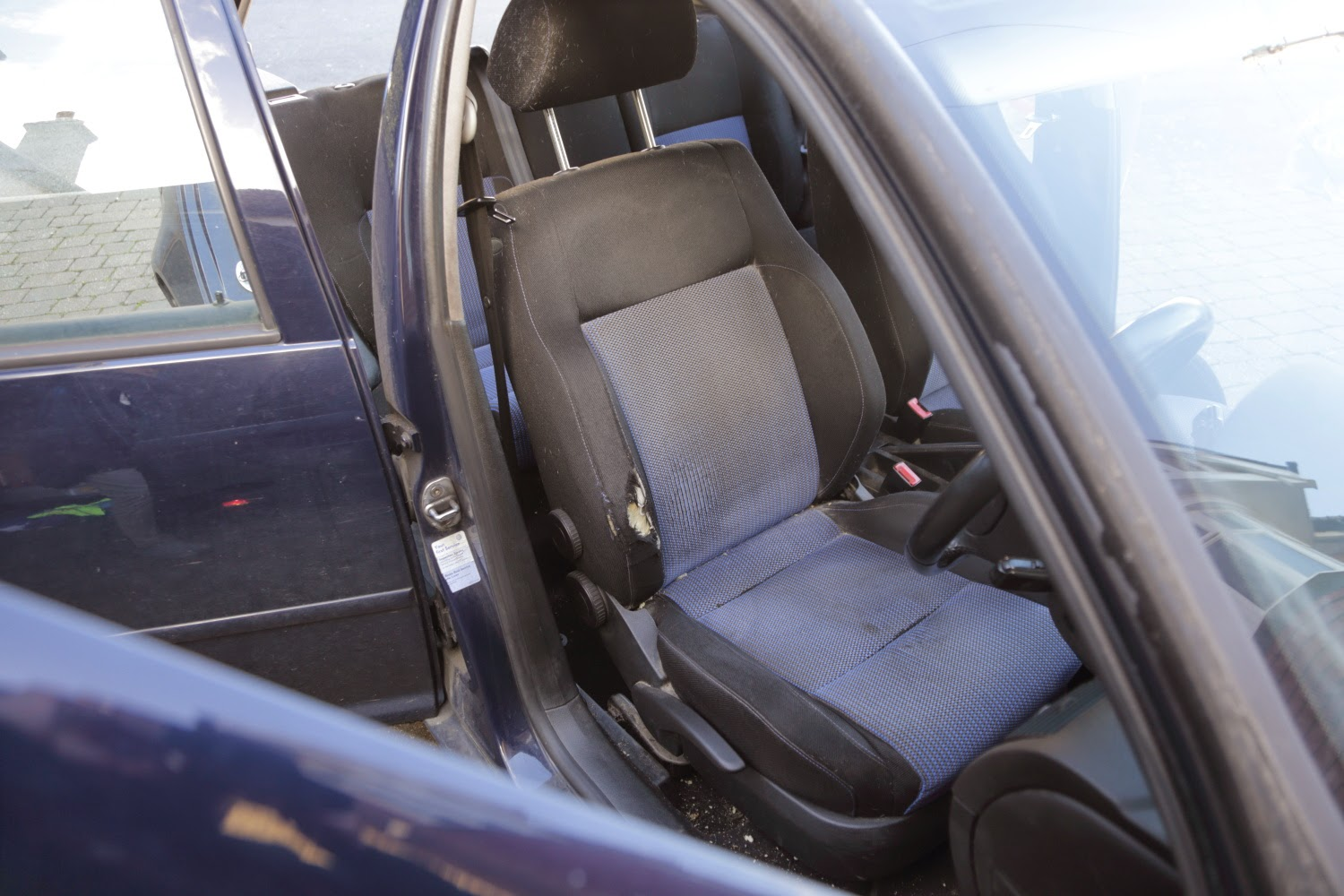 Removing the seats from VW Golf Mk4 TDI GT 150PD