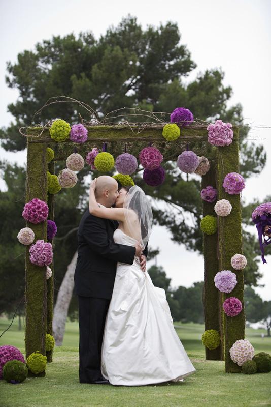 para decorar tu boda puedes alternarlas con flores naturales y de papel y como son muy sencillitas de hacer unos meses antes del enlace