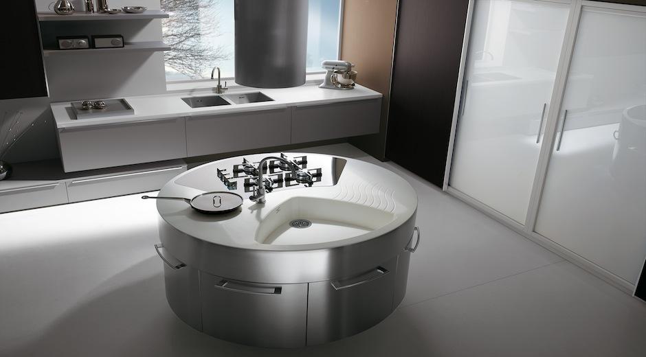 Una isla circular para cocinar en compa a cocinas con for Cocinas integrales redondas