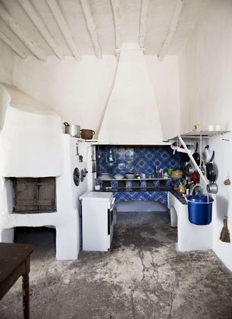Casa dei Poeti, Stromboli limestone kitchen