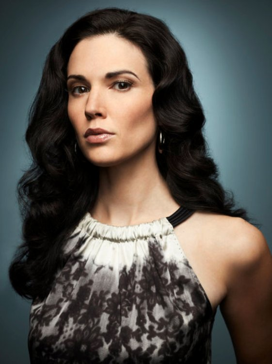 Laura Mennell Information