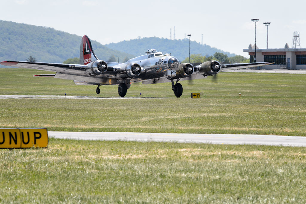 "Boeing B-17G ""Flying Fortress"" 'Yankee Lady'"