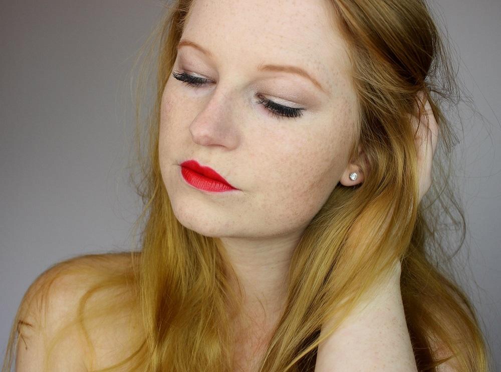 beauty, look, mascara, cosmetics, review, douglas, lippenstift, produkttester, kajal, make-up set, eyeshadow base, rote lippen, eigenmarke, tragebilder, matter lippenstift