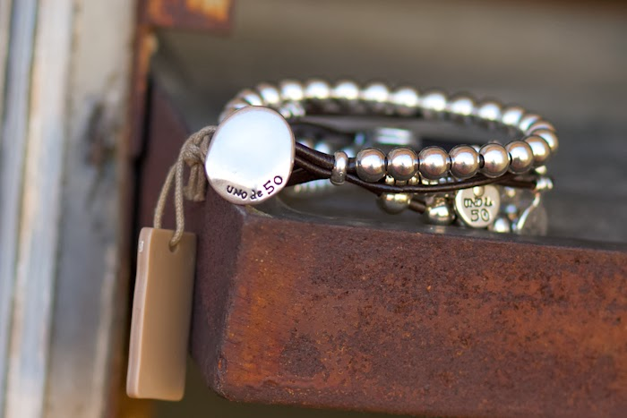Leather and silver bracelet by Spanish Brand UNO de 50