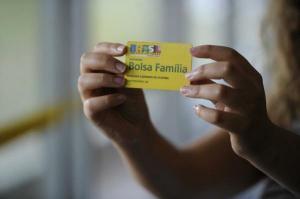 Sem o Bolsa Família, mais de 8 mi pessoas voltariam à extrema pobreza no País