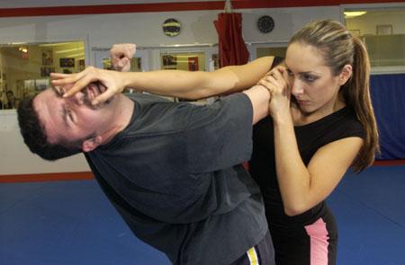 http://3.bp.blogspot.com/-M97e6fdzG18/UNSLswtskGI/AAAAAAAAOak/P4ZglrHuEMo/s1600/self_defense.jpg