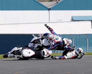 Ketegangan pertarungan Superbike di Donington Park