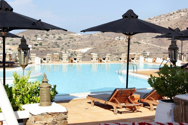 Liostasi hotel & spa (Ios, Greece), breakfast by the pool. Best hotels in Ios. Luxury hotels in Ios.