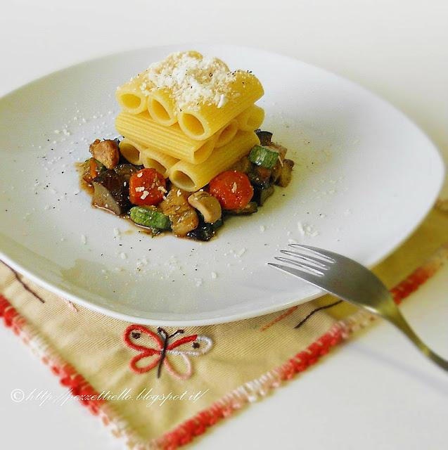 Rigatoni con verdure e pollo all'aceto balsamico