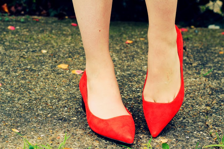 bright red pointed shoes fashion blogger uk