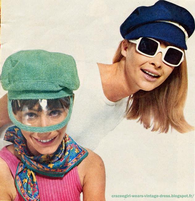 Casquette en éponge verte à visière en mica. (29 F Aux Galeries Lafayette.) Foulard « indien ». (16 F chez Vog.) Casquette en feutrine marine à bande blanche cloutée. (Cécile Billard. 45 F à Hit-Parade.) Lunettes de soleil. (5 F à Inno France.) 1966 60s 1960 cap hat mod