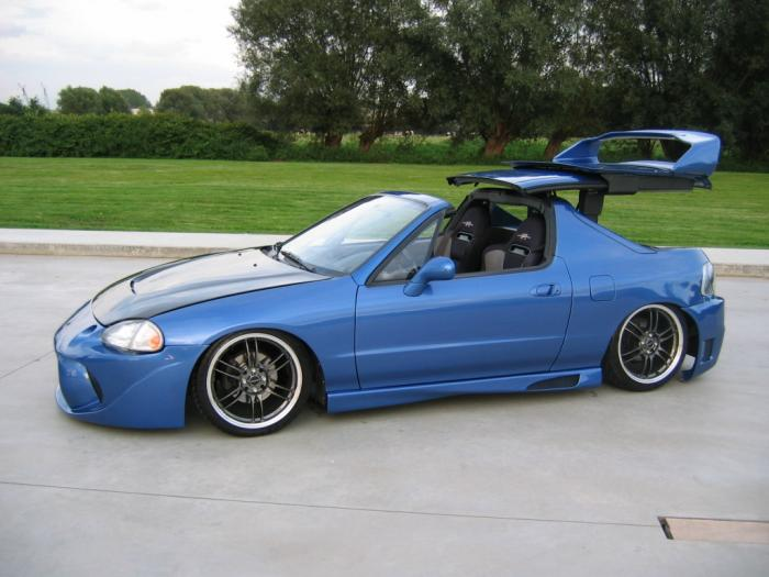 It Was Based On A Civic And Replacement For The 88 91 CRX Roadster Also Had Trans Top Available In Japan Europe If I Read That Correctly