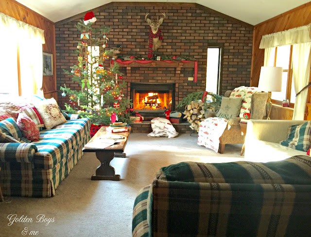 Natural rustic and affordable holiday decor in a mountain cabin - www.goldenboysandme.com