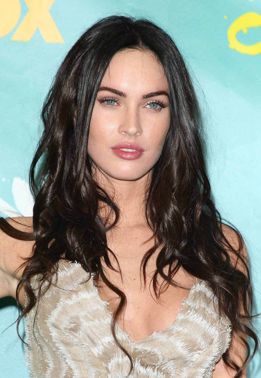 Celebrity Hairstyle: Megan Fox Long Straight Hairstyle