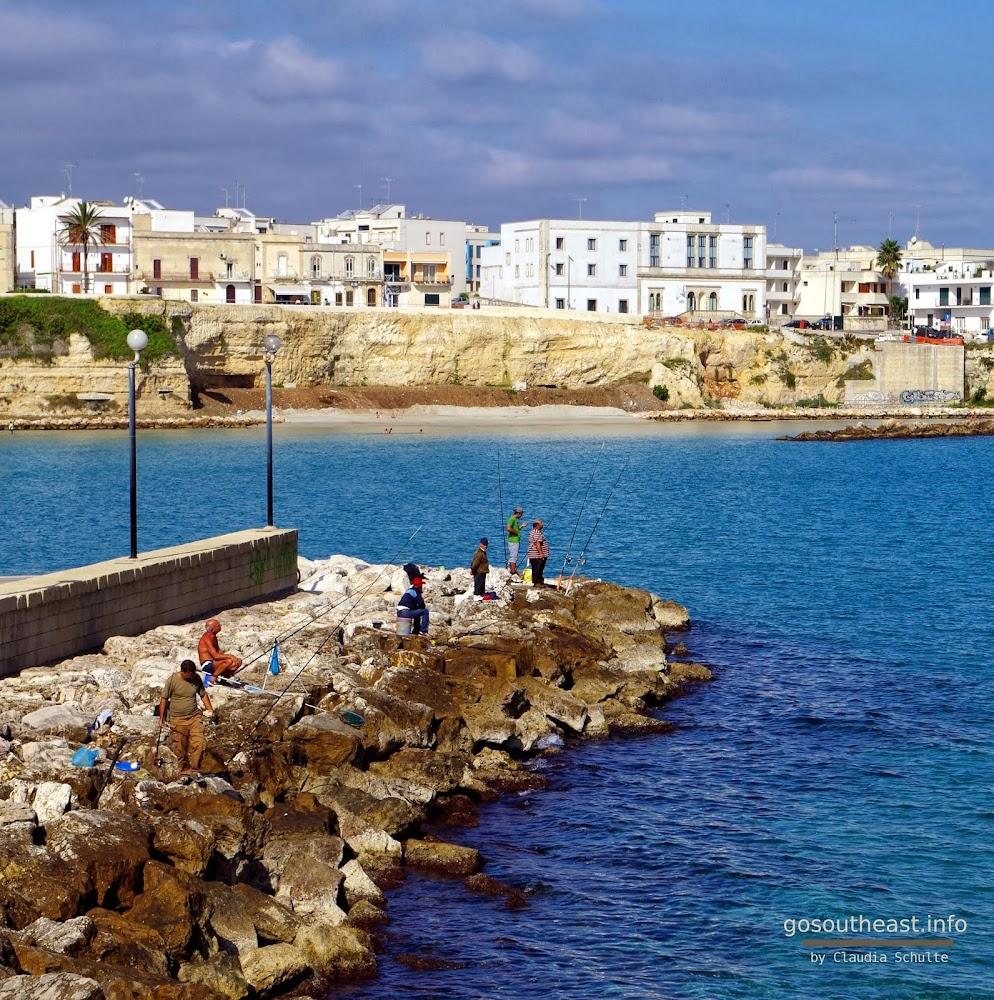 Angler Otranto Hafen (Apulien)