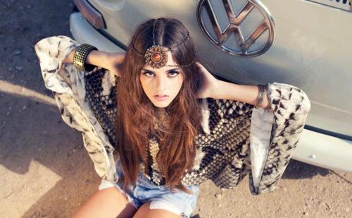 Disfraz casero de hippie para mujer