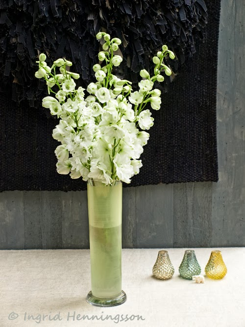 Of spring and summer floral styling a simple flower floral styling a simple flower arrangement 1 white delphiniums mightylinksfo