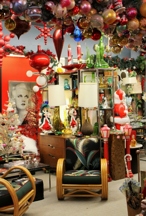 Holiday Decor at Vintage Shop #vintage #decor
