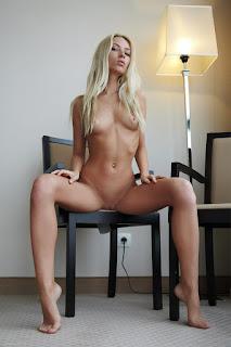 Twerking blondes - rs-ErroticaArchive_Lentigginoso_Adele_medium_0002-767771.jpg