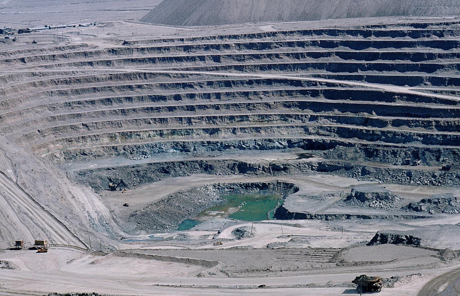 ... MInera de Chile, Geología y Petrología de Sewell y El Teniente
