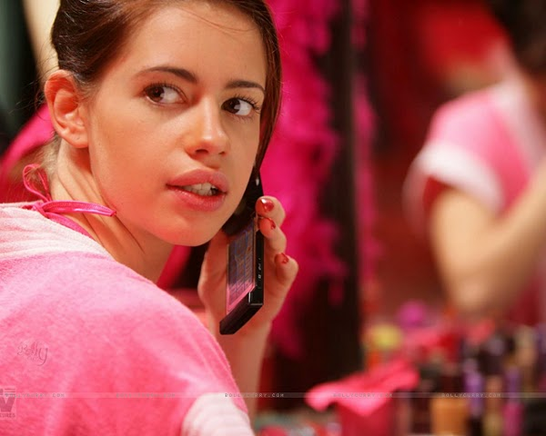 Hot Kalki Koechliy's New Wallpapers Bollywood Light Age Model