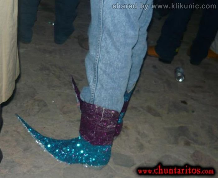 http://3.bp.blogspot.com/-MBBlvqEuzb4/TXXK6YBWFwI/AAAAAAAAQX4/KcIwilgBLVY/s1600/these_boots_06.jpg