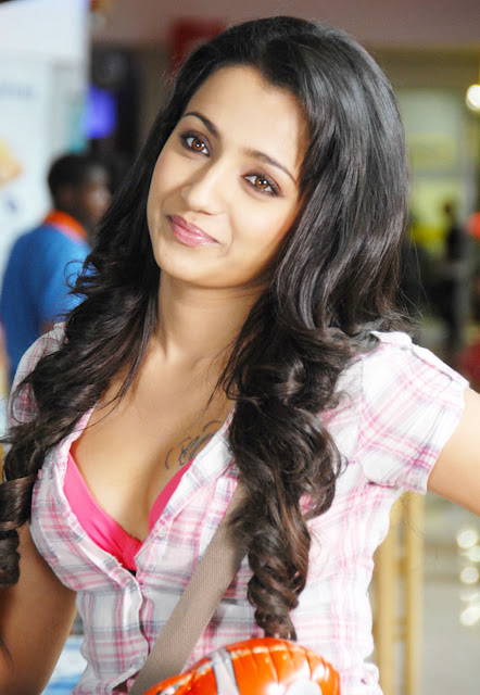 trisha hot boobs show photos