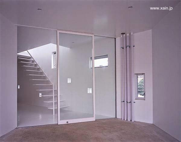 Arquitectura de casas escalera minimalista de escalones for Casa minimalista japon
