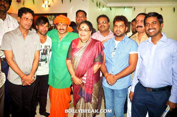 Manoj Bajpayee, Manoj Tiwari, Usha Uthup - (4) - Manoj Tiwari's house warming party