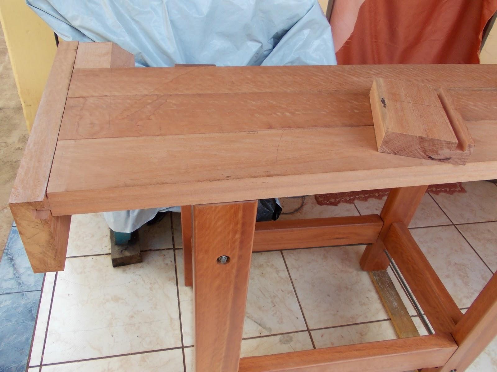Com a aplicação da seladora a madeira já mostrou um tom muito  #833F28 1600x1200