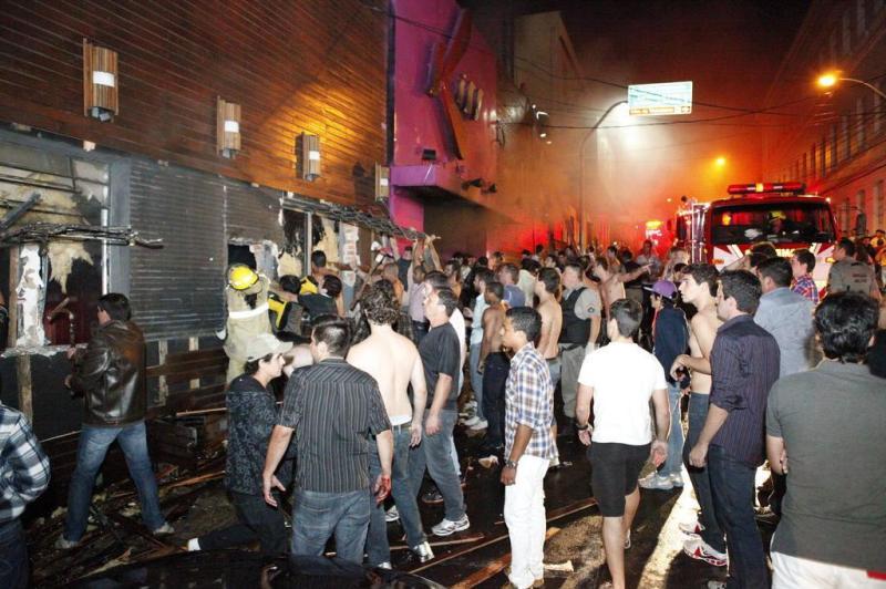 Galeria de fotos: veja imagens da tragdia na boate Kiss, em Santa 57