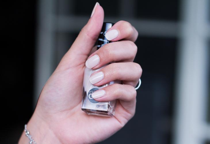Fashion Attacks beauty Sally Hansen nail polish