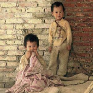 Kanak-kanak di China Dirantai