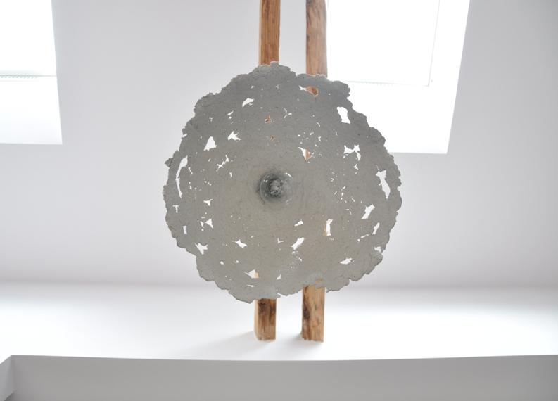 Second life of objects stromboli paper pulp pendant lamp for Paper mache objects