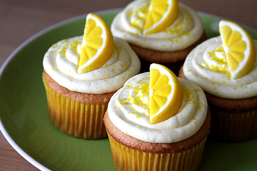 Lemon Drop Martini Cupcakes (Vanilla Lemon Cupcakes with Vodka Lemon ...