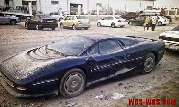 """Gambar Mobil Sport kecelakaan"""