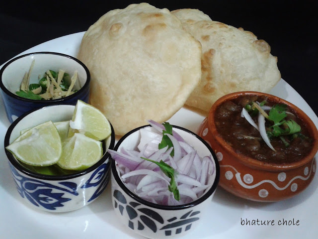 http://www.paakvidhi.com/2013/07/chholey-bhature.html