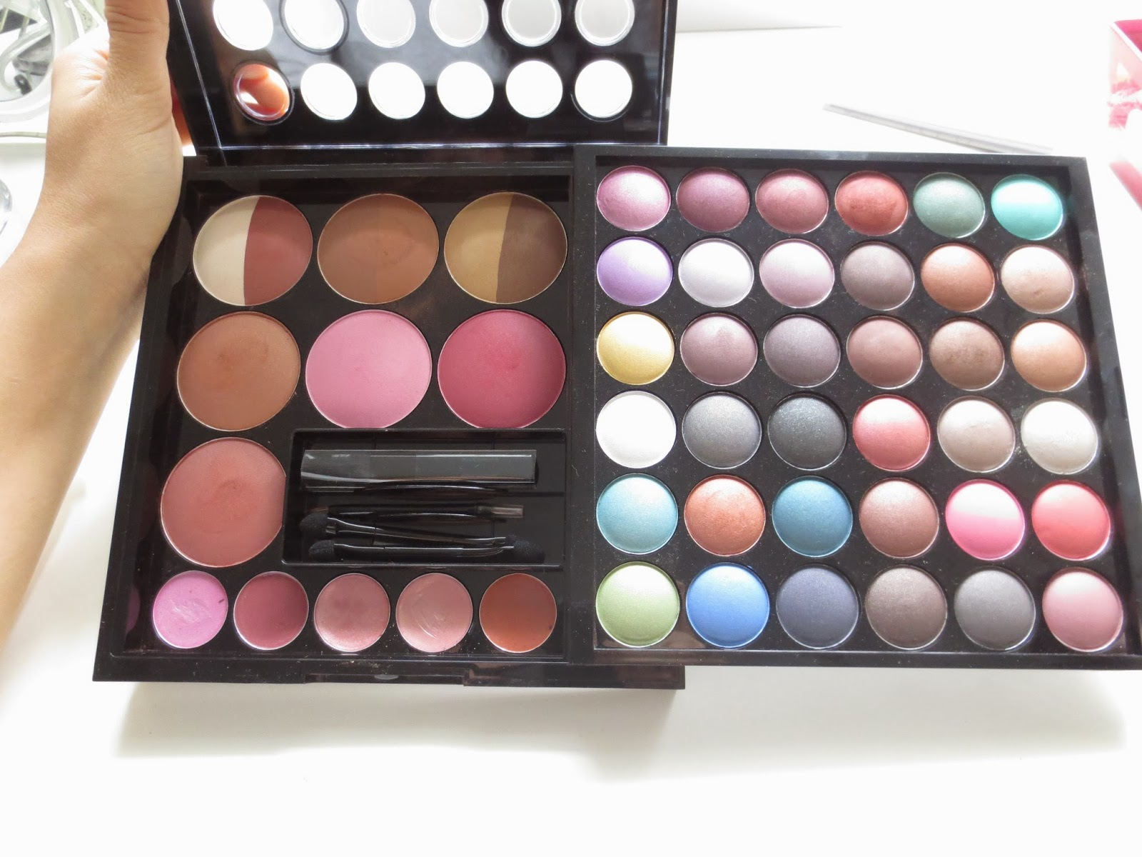 Populaire Laura Vitale's Blog: NYX Makeup Artist Kit Review! HY07