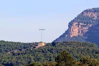 Aproximació fotogràfica a la masia de La Maçana des del trencall de Casagua. Es troba dins l'enclavament de Comesposades en el terme de Montmajor