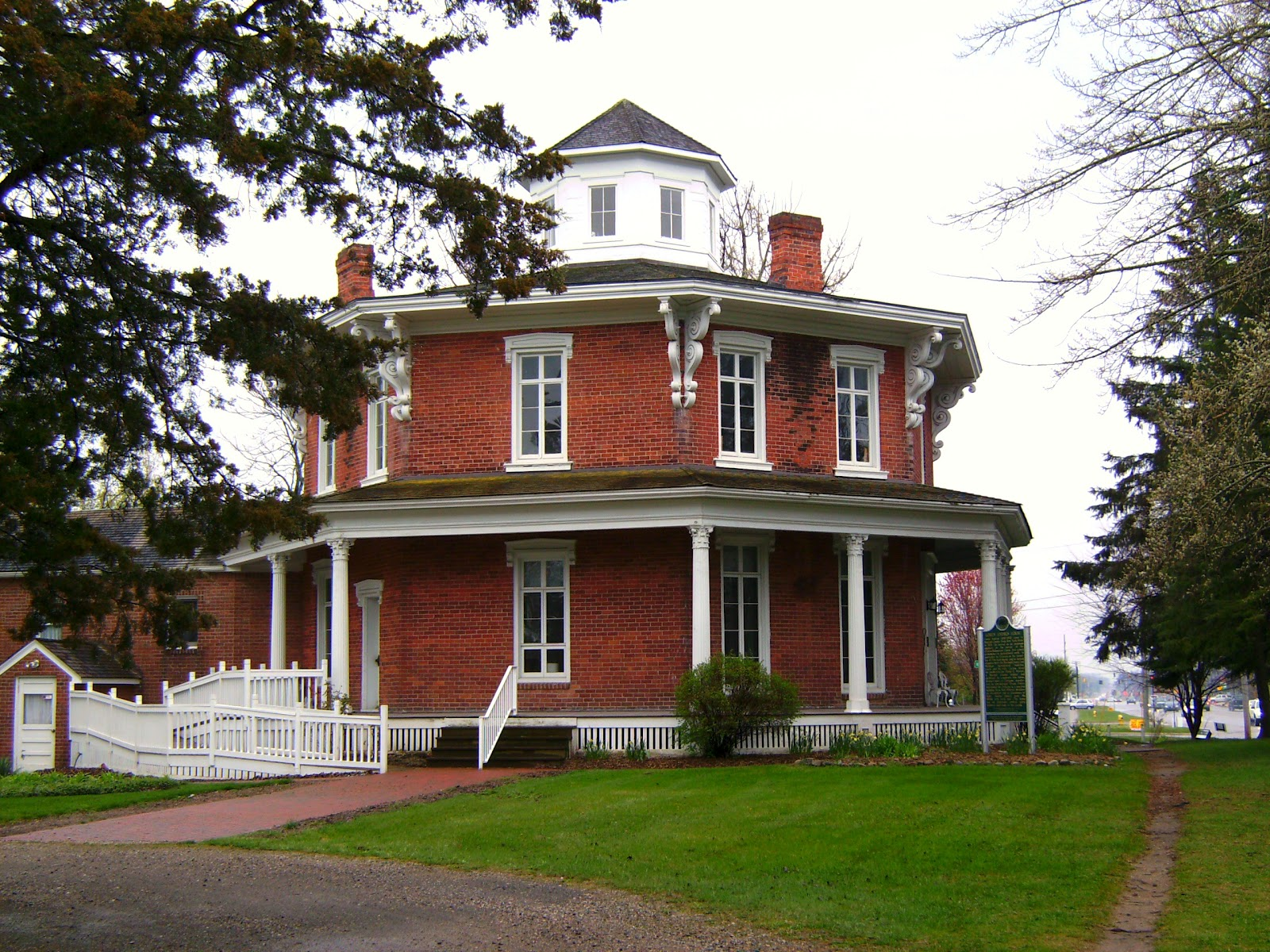 Relevant tea leaf the octagon house for Building a house in washington state